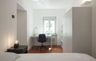 STUDIOSUITE_stanza singola 1_scrivania-armadio-letto_piano 3
